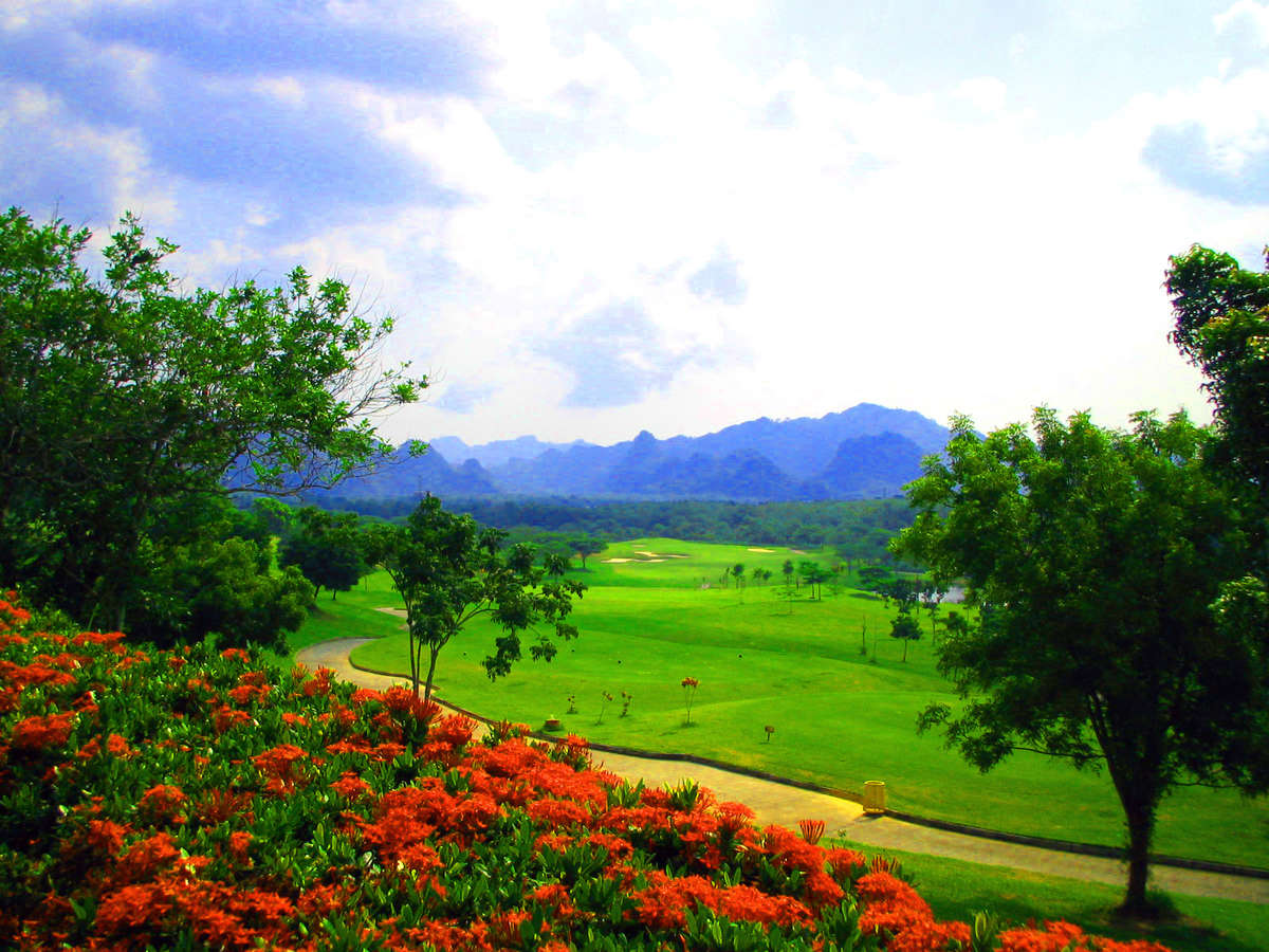 Gunung Raya Golf Resort