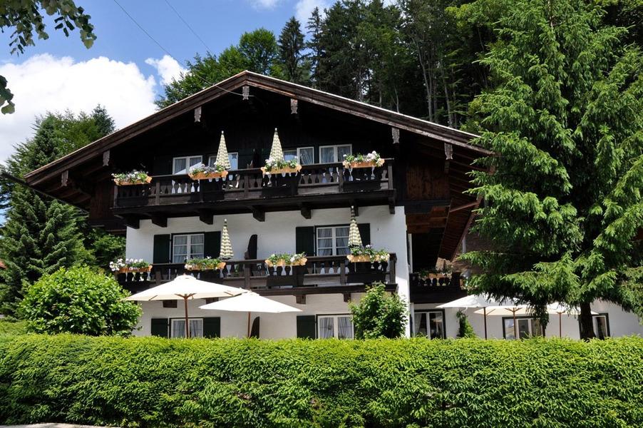 Bio design landhaus st georg am golfclub tegernsee bad for Bayern design hotel